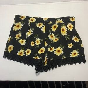 FOREVER 21 Sunflowers Shorts Small